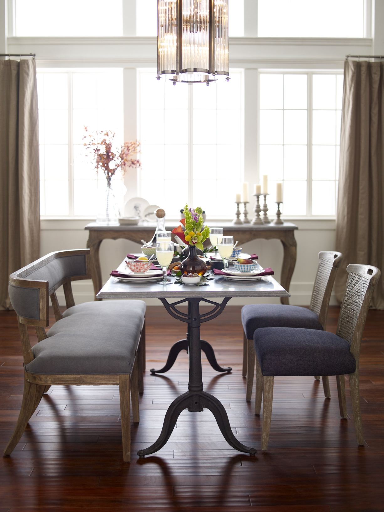 Four Hands Dinning Tables Supplier