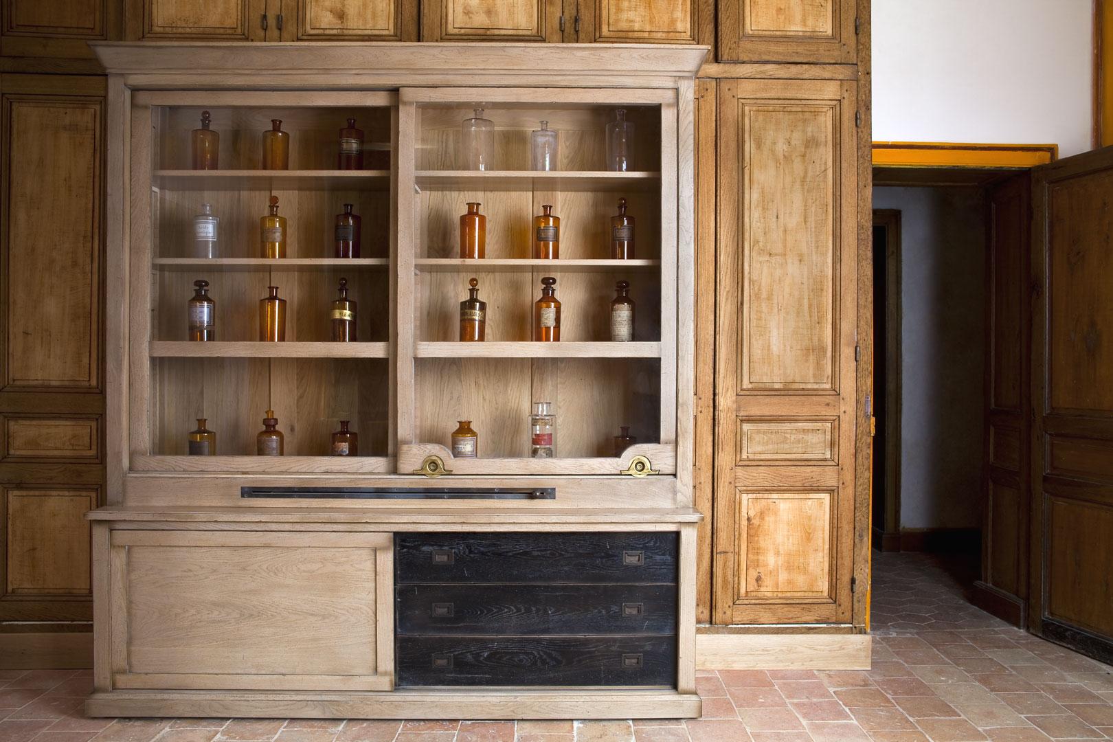 Classic Ambiance Furniture - Michel Ferrand